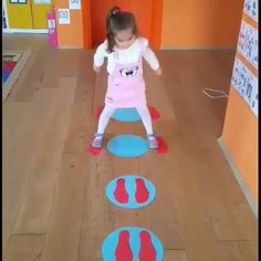 Fun indoor activity for kids 😍 - Physical Activities For Kids, Babysitting Activities, Fun Indoor Activities, Preschool Learning Activities, Indoor Activities For Kids, Infant Activities, Summer Activities, Family Activities, Family Fun Games