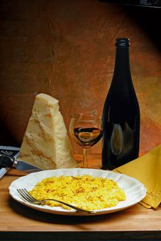 Risotto alla Milanese Good Food, Yummy Food, Awesome Food, Delicious Recipes, Pasta Soup, Risotto Recipes, Wine Cheese, Fruit And Veg, Calories