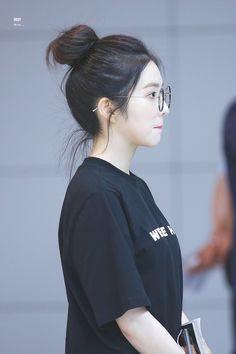 joy, irene, and seulgi Irene Red Velvet, Korean Bun, Korean Girl, My Hairstyle, Bun Hairstyles, Seulgi, Rapper, Velvet Hair, Velvet Fashion