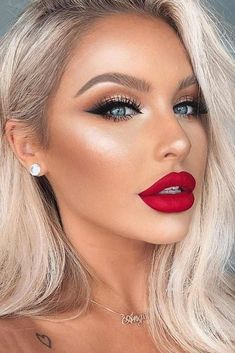 Lippen Make Up 48 Red lipstick-Looks get ready for a new kind of magic Makeup kind Lippen lipstickLooks magic Ready red red Lip Makeup Formal Makeup, Dramatic Makeup, Prom Makeup, Wedding Makeup, Hair Makeup, Blonde Makeup, Blonde Hair Red Lipstick, Bridal Makeup Red Lips, Pageant Makeup