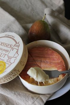 Epoisses de Bourgogne Cheese- tried star rating it was a bit too acidic in taste for me Queso Cheese, Wine Cheese, How To Make Cheese, Melted Cheese, French Food, Cheese Recipes, Wine Recipes, French Farmhouse, Cheese