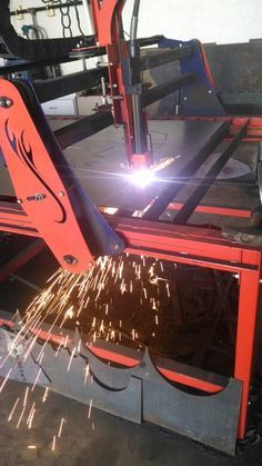 Make extra money from home crating unique projects to sell! Arduino, Corte Plasma, Plasma Cutter Art, Metal Tools, Metal Art, Cnc Plasma Table, Welding Gear, Welding Art Projects, Welding And Fabrication