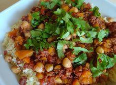 Sauce Al Ragù Couscous, Oriental, Sauce, Chana Masala, Cobb Salad, Ethnic Recipes, Food, Cilantro, World Cuisine