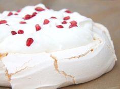 Rhubarb Recipes, My Recipes, Cake Recipes, Dessert Recipes, Pavlova Cake, Meringue Pavlova, Rhubarb Cake, Hungarian Recipes, Hungarian Food