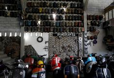 Vespas are displayed in a club and workshop in Kediri, Indonesia. Italian Scooter, Alfa Romeo Cars, Bmw Series, Vespa Scooters, Pedal Cars, Audi Tt, Transportation Design, Ford Gt, Workshop