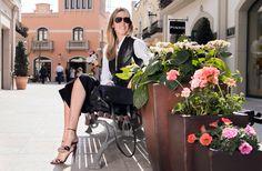 Carla Hinojosa lleva sandalias de Spazio