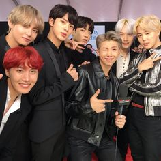 Find images and videos about kpop, bts and jungkook on We Heart It - the app to get lost in what you love. Namjoon, Jungkook Jimin, Vlive Bts, Bts Bangtan Boy, Bts Boys, Hoseok, Bts Group Picture, Bts Group Photos, Yoonmin