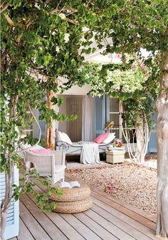 Un petit coin de paradis à l'extérieur ! #jardin #terrasse #inspiration #paradis http://www.m-habitat.fr/terrasse/amenagement-et-mobilier-de-terrasse/amenager-un-petit-jardin-sur-une-terrasse-3526_A
