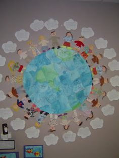T's First Grade Class: Earth Mural with Dream Cloud for how to make the wor. T's First Grade Class: Earth Mural with Dream Cloud for how to make the world a better place - Classroom Displays, Art Classroom, Classroom Ideas, Earth Day Activities, Harmony Day Activities, Responsive Classroom, Thinking Day, King Jr, School Holidays