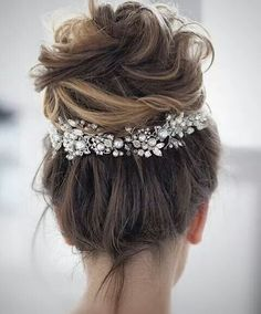 Wedding Hairstyle 35 Messy wedding hair updos for a gorgeous rustic country wedding to chic urban wedding. - Take a look at these 27 pretty messy wedding hair updos and they would fit in so well for a gorgeous rustic country wedding to chic urban wedding. Classic Wedding Hair, Messy Wedding Hair, Wedding Hair And Makeup, Perfect Wedding, Wedding Updo, Bridal Hair Updo High, Boho Wedding, Trendy Wedding, Wedding Bride
