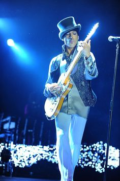 To see Prince play live was to witness a once in a lifetime performer conduct a masterclass in virtuosity. What are some of your favorite Prince performance moments?Tell us your story below! #Prince #PaisleyPark #InteractiveTuesdaypic.twitter.com/UJ10I3i3Ua