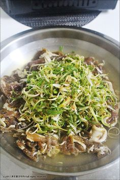 [파채 국물불고기] 맛있는 파채 국물 돼지불고기 만들기 : 네이버 블로그 Bulgogi, New Menu, Japchae, Soul Food, Rolls, Healthy Eating, Cooking, Ethnic Recipes, Korean