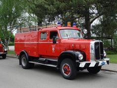 Historical Fire Engines Europe: A unique collection of photographs and technical information about historical fire engines. Old Trucks, Fire Trucks, Pressure Pump, Fire Apparatus, Emergency Vehicles, Fire Engine, Fire Department, Firefighter, Engineering
