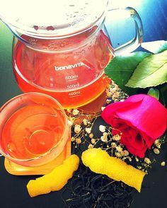 Purple Tea (Kenya): Transformation begins with a few lemon drops. Enjoy your Sunday!  Check out my latest review. simplesubtletea.com . . #cupoftea #teatime #teatraining #teaeducation #tea #teaaddict #teafriends #healthy #healthyliving #teajournal #teaaddict #healthylifestyle #myteabox #calm #life #foodie #letsgosomewhere #discovering #food #yoga #wellness #healthyyou #healthymind #ilovetea #cupoftea #purpletea #lovetea @bonavitaworld