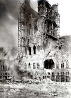 The Lakenhalle (Cloth Hall), Ypres, in flames, 22 November 1914. [Photo Anthony, Ypres, Stedelijke Musea, Ieper]