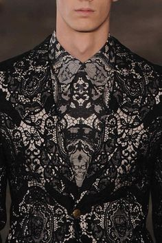 Lace print for you brave guys - Alexander McQueen, of course #alexandermcqueenskull