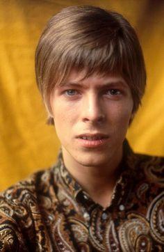 Pierwszy album Davida Jonesa (oryginalne nazwisko Bowiego) został wydany w 1967 roku przeszedł bez echa i nie przyniósł artyście wielkiego rozgłosu. Nie zaowocował również żadnym muzycznym przebojem.  Grzeczny chłopak wystylizowany na reprezentanta