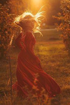 Ciao Tinaaaa…buon fine settimana!!!💋💋💋💋 Fantasy Photography, Sunset Photography, Girl Photography, Creative Photography, Foto Glamour, Kreative Portraits, Senior Pictures, Scenery, Nature