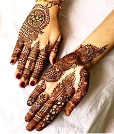 Mehndi is an expression of love that every woman loves to wear. In any moment of joy, the girls love to wear mehndi designs like on the occasion of Eid or marriage. Latest Henna Designs, Stylish Mehndi Designs, Mehndi Designs 2018, Mehndi Designs For Girls, New Bridal Mehndi Designs, Mehndi Designs For Fingers, Beautiful Mehndi Design, Mehandi Designs, Heena Design