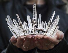 水晶とワイヤーで作られた冠「ELEMENTAL CHILD」   ADB