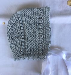 Blog Abuela Encarna: GORRITO GRIS DE PRIMERA POSTURAMaterialHilo gris (... Knitting For Kids, Knitting For Beginners, Baby Knitting Patterns, Knitting Designs, Baby Patterns, Free Knitting, Knit Crochet, Crochet Hats, Crochet Pattern