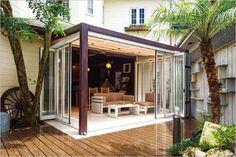 「サンルーム」をただの洗濯物干しにしないためには?「サンルーム」についてのメリット・デメリットをまとめてみました。 Indoor Outdoor, Outdoor Living, Outdoor Decor, Home Garden Design, Home And Garden, Glass Extension, Balcony Garden, Home Decor Kitchen, Cozy House