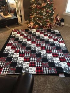 """Patchwork blocks, phase two is done! I don't rise and shine as much as I hit the sewing room and caffeinate. First phase of these """"split personality""""… Patchwork block with a plethora of plaids? Colchas Quilt, Scrappy Quilts, Easy Quilts, Quilt Blocks, Man Quilt, Star Quilts, Flannel Quilts, Plaid Quilt, Quilting Projects"""