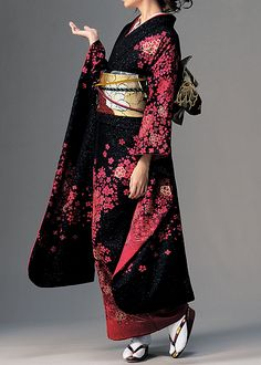 Black and Red suites it well. The design is repeated through out the whole kimono. Traditioneller Kimono, Furisode Kimono, Kimono Japan, Japanese Outfits, Japanese Fashion, Asian Fashion, Japanese Geisha, Japanese Clothing, Traditional Japanese Kimono
