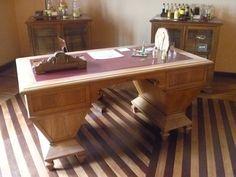 escritório do fundador do museu... detalhe do piso em madeira...