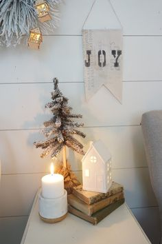 Source Perfecting the Homefront: A Farmhouse Christmas Home Tour Christmas Bedroom, Farmhouse Christmas Decor, Country Christmas, Christmas Home, White Christmas, Christmas Holidays, Christmas Decorations, Holiday Decor, Christmas Ideas