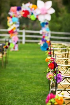 Colorful flowers for the wedding ceremony that are perfect for spring!