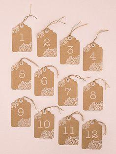Étiquettes kraft vintage avec numéros de table - Utilisez ces jolies étiquettes pour indiquer le numéro de vos tables et faciliter le placement de vos invités ! http://www.mariage.fr/shop/lot-12-numeros-de-table-etiquettes-kraft-1-a-12-mariage-marque-place-pinces-ardoises.htm                                                                                                                                                     Plus