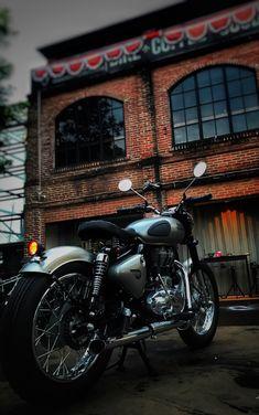 New Bullet Bike Royal Enfield Motors 69 Ideas Enfield Motorcycle, Enfield Bike, Motorcycle Style, Women Motorcycle, Motorcycle Helmets, Royal Enfield Classic 350cc, Royal Enfield Wallpapers, Bullet Bike Royal Enfield, Royal Enfield Accessories