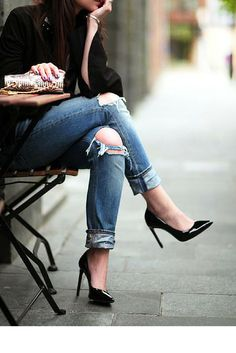 sneakers and pearls, streetstyle, ripped jeans, black pumps, trending now, miss zeit.png