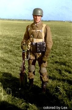 A Nazi Paratrooper Luftwaffe, Paratrooper, German Soldiers Ww2, German Army, Narvik, Colorized Historical Photos, Military History, Military Art, Germany Ww2