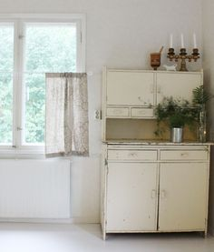 House tour: relaxed vintage style in the Finnish countryside Goat House, Interior Styling, Interior Design, Old Kitchen Cabinets, Wooden House, Vintage Fashion, Vintage Style, Fabric Online, Old Houses