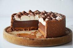 Fudge Cake, Brownie Cake, Sweet Recipes, Cake Recipes, Dessert Recipes, Romanian Desserts, Custard Cake, Gingerbread Cake, Poke Cakes