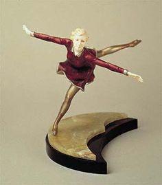Schlittschuhläuferin (Sonja Henie), Entwurf zwischen 1927 und 1930, von Ferdinand PREISS, Elfenbein, Bronze (kalt bemalt), Marmor, Onyx, H. mit Sockel 24 cm (hva)