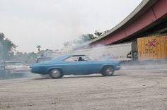 Muscle cars, donuts, burnouts and fireworks; these guys really love America #tred