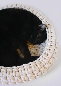 Crocheted Cat Bed by moderncat - what a neat idea,  must do this for Bourdeaux!