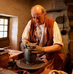 Le potier du village XVIIIème #PuyduFou #VillageXVIIIe #savoirfaire #artisan #potier The Potter's Hand, Week End En Famille, Medieval, My Arts, Inspire, Hands, Clothes, January, Oil