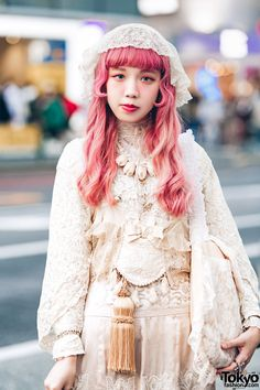Harajuku girls in vintage lace and ruffle fashion styles while out and about the neighborhood. Japanese Street Fashion, Tokyo Fashion, Harajuku Fashion, Japanese Streets, Quirky Fashion, Modest Fashion, Vintage Fashion, Tokyo Street Style, Street Style Women
