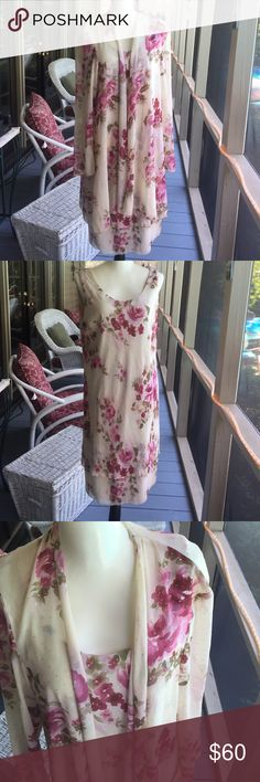 LOVELY R & M Richards flowy dress with shear cover This LOVELY R&M Richards flowy dress is VERY light weight with a shear cover. Perfect for the summer special occasions like weddings, cruises, etc... Perfect for travel. GORGEOUS rose pattern on top of a cream background - with tiny touches of silver to add to its beauty!  lightly worn excellent condition. R&M Richards Dresses