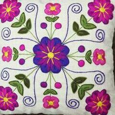 Jacobean Embroidery, Hand Embroidery Patterns, Crochet Crocodile Stitch, Crochet Square Patterns, Flower Applique, Diy Pillows, Tile Patterns, Textile Art, Sewing Crafts