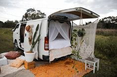Spell Festival Van Set Up (Festival Camping Hacks) Camping Snacks, Camping Diy, Van Camping, Camping Ideas, Outdoor Camping, Backyard Camping, Minivan, Europa Tour, Van Home