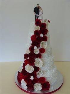 Wedding cake, cake, wedding, Hochzeitstorte, rot, weiß, Rosen, Konz, Niedermennig, Cake Cube, red, white, flowers, modern, Marzipanrosen, Trier, Hochzeit, Brautpaar,