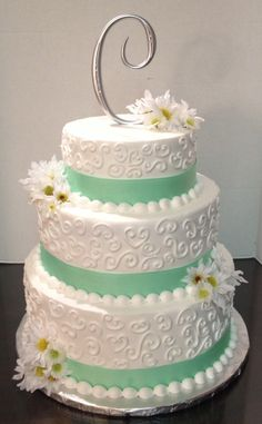 Daisy n mint wedding cake