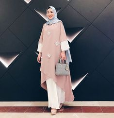28 trendige Mode-Stil Frauen Hijab Maxi Kleider Source by The post 28 trendige Mode-Stil Fr Abaya Fashion, Modest Fashion, Trendy Fashion, Fashion Dresses, Womens Fashion, Hijab Outfit, Hijab Dress, Muslim Women Fashion, Islamic Fashion