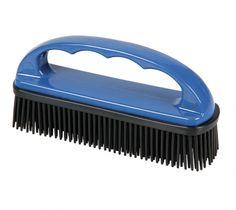 Die Sezialbürste hat weiche Gummiborsten, welche gründlich Tierfelle einsammeln und gleichzeitig die Oberfläche behandeln. Home Appliances, Iron, House Appliances, Appliances, Steel
