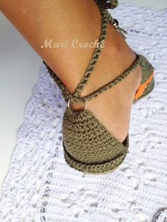 Crochet Slipper Boots, Crochet Sandals, Crochet Baby Shoes, Knitted Slippers, Crochet Slippers, Knit Crochet, Baby Shoes Pattern, Shoe Pattern, Classy Business Outfits